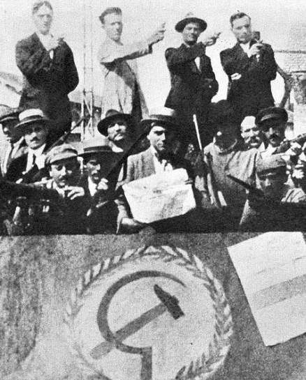 1920год. Итальянские рабочие рабочие на оккупированной ими фабрике