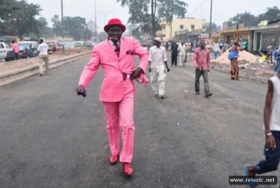 В Браззавиле, которым управляет Конголезская партия труда, в моде розовый цвет