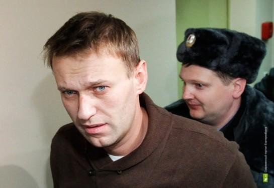 Я не знаю, виноват Навальный или нет, участвовал ли он в махинациях с деньгами «Кировлеса». Его обвиняют в хищении 16 млн рублей. Большая сумма. Однако квартира Евгении Вальсильевой в Молочном переулке стоит в 20 раз больше!