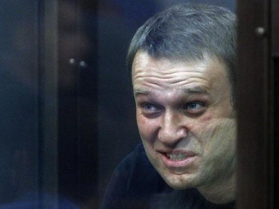 Навальный — свой человек для «новой России». Чтобы убедиться в этом, достаточно бегло ознакомиться с его биографией
