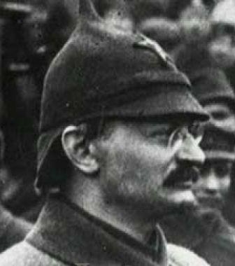 Ровно 95 лет назад в боях под Казанью «из зыбкой, неустойчивой, рассыпающейся массы» создавалась настоящая Красная армия, которая сумела защитить молодое рабочее государство. И во многом это – личная заслуга Льва Троцкого