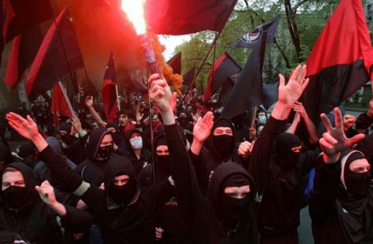 На левых демонстрациях в Москве и Питере, где ещё лет восемь назад под чёрным флагом собиралась лишь полдюжина cектантов-книголюбов, теперь шагает многолюдный «чёрный блок»