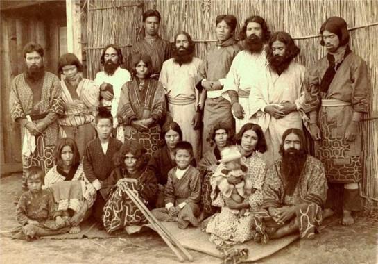 Сахалинских айнов, когда остров находился в составе Японии, также насильно ассимилировали: запрещали язык и национальные праздники, давали японские имена и фамилии. Вхождение Сахалина в состав СССР после 1945 года привело к депортации айнов с территории острова как японских подданных