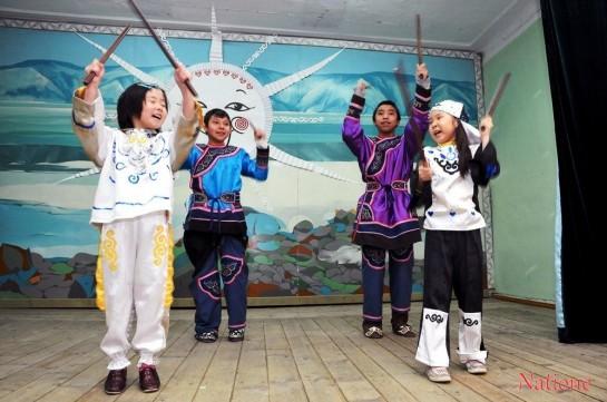 Нивхи стараются сохранить национальную культуру, прививая любовь к ней с детства