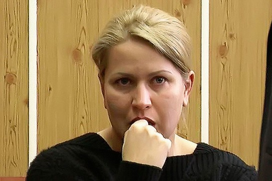 Евгения Васильева, судя по её внешности, питается нормально. Хорошо кушает девушка! И моется, наверное, регулярно тоже