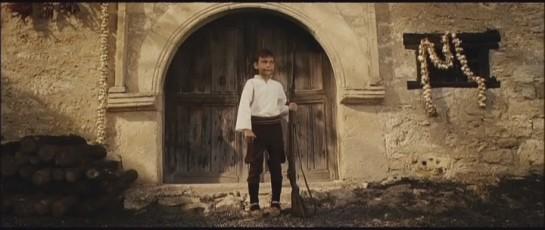 В Покропе  было принято считать, что, когда ребёнок мужского пола перерастёт ружьё, он готов воевать. Войн всегда хватало, а ружья становились всё короче и короче
