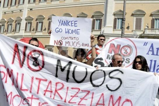На улицы сицилийского города Нашеми вышли около пяти тысяч протестующих против строительства базы НАТО. Между демонстрантами и местными стражами порядка произошли столкновения