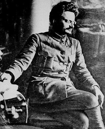 На постах председателя совета первой трудармии (январь — февраль 1920) и наркома путей сообщения (март 1920 — апрель 1921) Троцкий зарекомендовал себя как рьяный сторонник милитаризации народного хозяйства