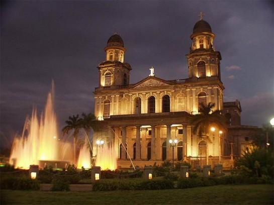 Курс на привлечение туристов из-за рубежа ведёт и к увеличению муниципальных расходов на поддержание в достойном виде и реконструкцию основных достопримечательностей Манагуа. На фото: старый собор Манагуа