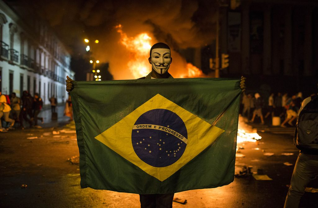 """""""Летние вызовы — это были вызовы не только президенту и правительству, не только Партии трудящихся, но и всем тем, кто относит себя к левому политическому спектру, даже если среди активистов социальных движений Сан-Паулу вы найдёте немало крайне левых. Не должно быть никаких иллюзий — ослабление президентского большинства и Партии трудящихся шло бы «под руку» с ослаблением всей бразильской левой"""""""