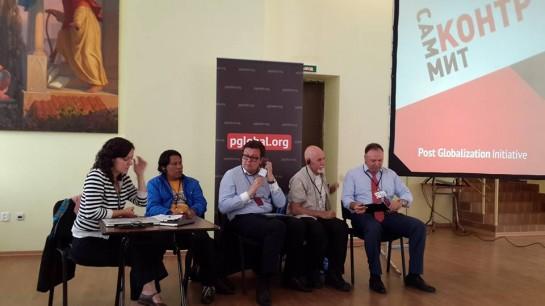 Контрсаммит в Санкт-Петербурге: Алексей Мартынов (третий слева), Кевин Дайнахер (второй справа) и Георгий Фёдоров (крайний справа)