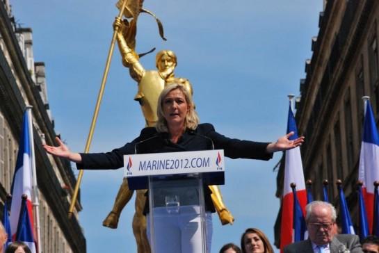 """""""Нужно покончить с социалистической системой во всей Франции. Социалисты разрушают нашу экономику, ухудшают безопасность, оскорбляют нашу идентичность. И эту страницу, друзья, надо перевернуть по всей Франции», - Марин Лё Пен"""