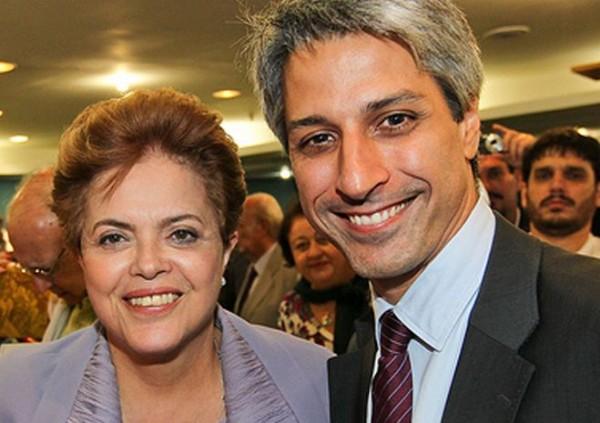 «В последнее время бразильское государство вошло в не самый благоприятный период развития. Наш экономический рост застопорился». На фото: Алессандро Молон с президентом Дилмой Русеф