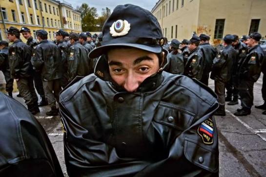 Что касается положения милиции в капиталистической России, то сколько бы обуржуазившейся ни была эта структура рабочего государства, для собственно буржуазного государства она чужда и потенциально революционна