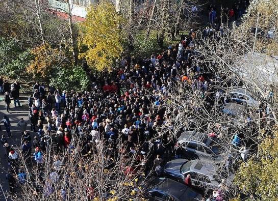 Жители Бирюлёво решились на отчаянный шаг. Устроив погром, они убили двух зайцев: вынесли свою проблему на федеральный уровень, добившись бума в СМИ (как раз об этом они думали, выходя на улицы), и совершили акт уличного правосудия