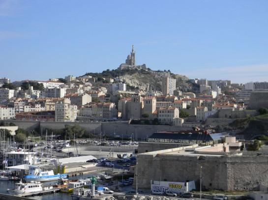Пока над Марселем возвышается христианский собор -  Нотр-Дам-де-ла-Гард