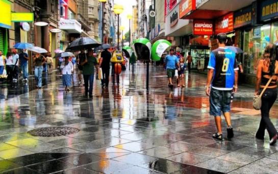 В последние годы в Порту-Алегри неизменно растёт поток туристов. Город традиционно привлекает любителей палеонтологического туризма (вблизи Порту-Алегри расположен геопарк Палеоррота), а также ценителей ночной жизни (в Порту-Алегри множество ночных клубов, пабов, баров)