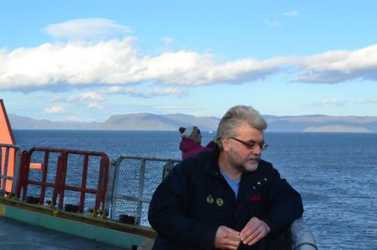 """""""Вчера справа по борту днём видели кита, а я проспал! Вообще, мы опять вышли в район, который кишит всякой арктической жизнью и живностью: и птицами, и китами, и тюленями — смотри и не зевай"""""""