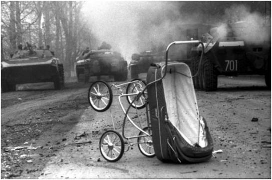 Обе стороны осетино-ингушского конфликта рассказывают, как противники насиловали и вспарывали животы жертвам, резали горло, сжигали заживо