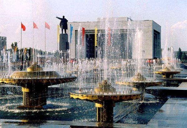 Бишкек, более знакомый людям старшего возраста под советским названием Фрунзе, — сравнительно молодой город