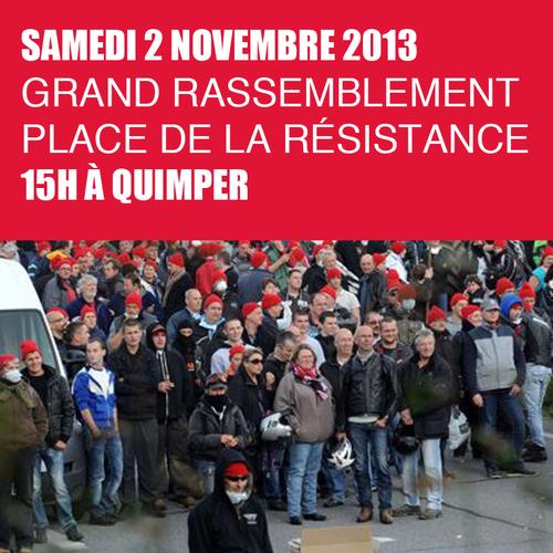 Вечером дело дошло и до прямых столкновений фермеров Бретаня с полицией, двое манифестантов были задержаны, а одному гранатой со слезоточивым газом оторвало руку