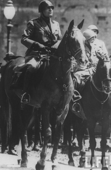 Помня о ходе Первой мировой войны, а главное — об её итогах, Муссолини опасался реваншизма Гитлера, всерьёз заявлявшего о намерении бороться за установление германской гегемонии в Европе