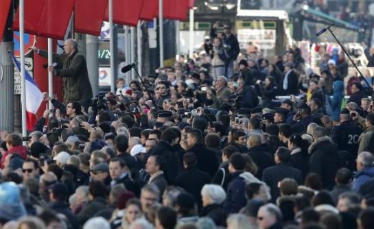 Протестующие  кричали «Олланд в отставку!» и «Социалистическая диктатура!»
