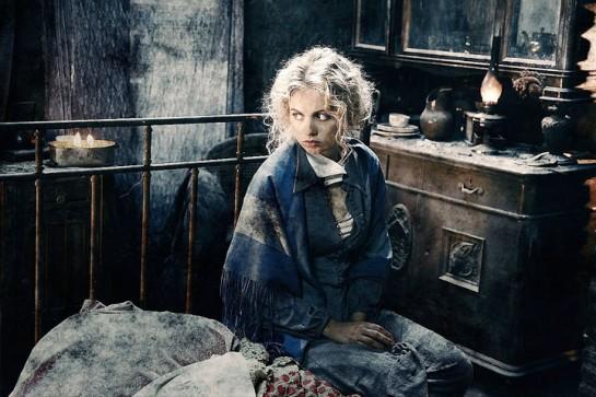 Девушка Маша так хороша, будто сидит не в подвале разбомбленного дома, а в чил-ауте модного клуба