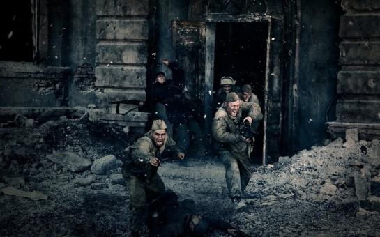 Наши бойцы не смогли совладать с собой, видя, как гитлеровцы испепеляют огнемётом мать с дочкой