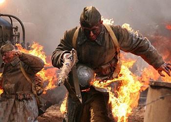Сцена, где объятые пламенем русские бойцы, будто ангелы огня, атакуют позиции немцев, и на тех нападает панический страх, — сильнейшая