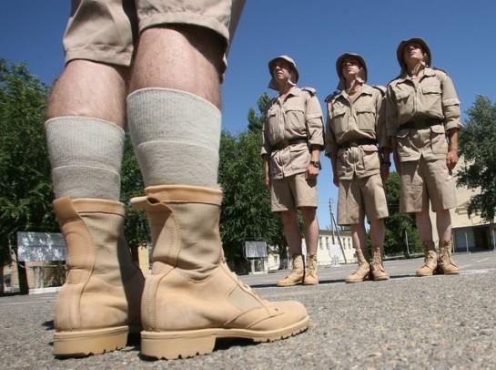 Походить в летней полевой форме, как скопированной с американской ACU (Army Combat Uniform), так и в форме, предназначенной для зон с жарким климатом, мне не удалось