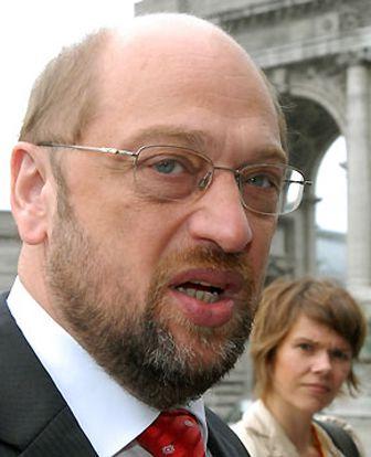 М. Шульц последовательно выступает против распространения в Европе ксенофобских, крайне правых идей