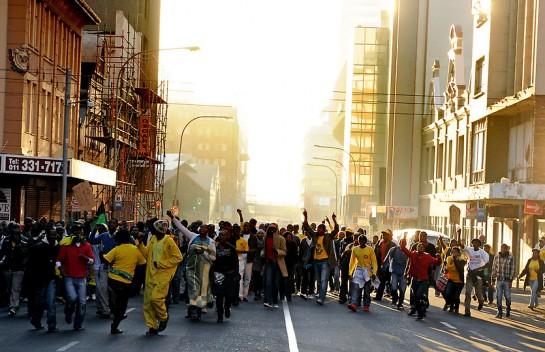 Демонстрация на центральных улицах Йоханнесбурга в поддержку Джулиуса Малемы (AP Photo/Adrian de Kock,The Star)