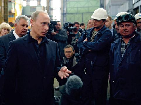 в мае 2009 года Владимир Путин, тогда — премьер российского правительства, заявил, что считает недопустимым размещение заказов на зарубежных верфях, если есть возможность строительства аналогичной морской техники в России