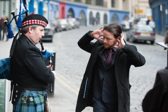 Главный (анти)герой — детектив полиции Эдинбурга Брюс Робертсон. Наркоман, алко- и сексоголик