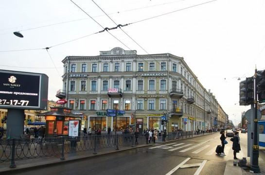 С некоторых пор, по данным градозащитников, угроза нависла над домом 1850 года постройки по Загородному проспекту, 2 (Большой Московской, 1-3)