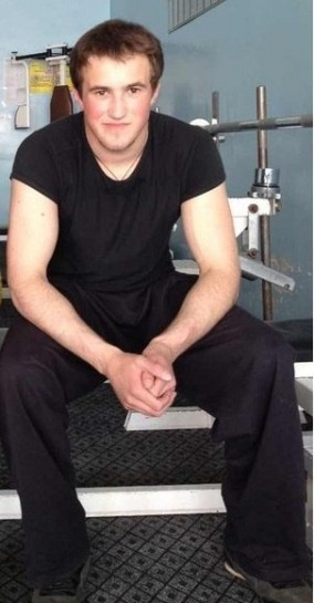 По дороге из тюменского СИЗО №1 в больницу осуждённому Кириллу Антонову трижды «заводили» встававшее сердце. Девятнадцатилетний националист, по версии сотрудников УФСИН, полез менять лампочку и получил удар током