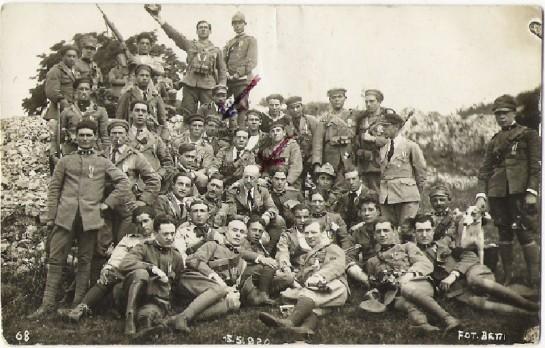 После нескольких столкновений итальянцев с французами группа молодых итальянских офицеров обратилась к Д'Аннунцио: «Мы поклялись: Фиуме или смерть! На что вы готовы для Фиуме?» В ответ на это д'Аннунцио объявил 6 сентября 1919 года о своей готовности на любые действия. (Стрелки указывают на Келлера и  д'Аннунцио)