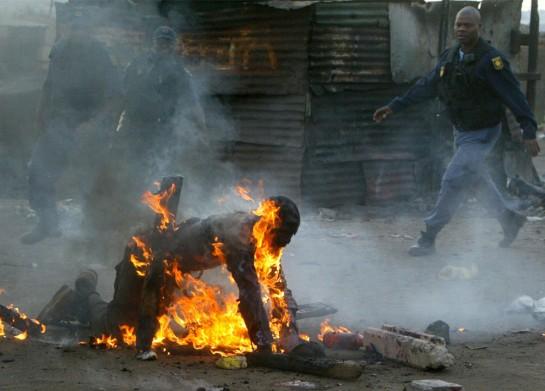 В последние годы в Йоханнесбурге имели место немало инцидентов между местным населением и трудовыми иммигрантами из слаборазвитых стран Южной Африки