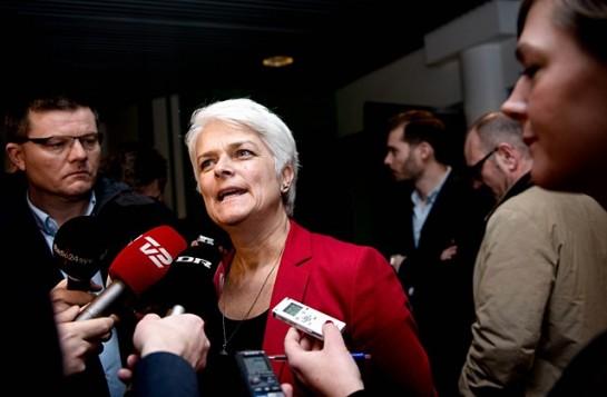 Председатель Социалистической народной партии Аннетт Вильгельмсен, поддержавшая продажу акций DONG Energy, взяла ответственность за это решение на себя и покинула свой пост / Аннетт Вильгельмсен. Фото: Katinka Hustad / AP