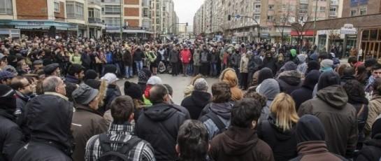 В Бургосе волнения продолжаются уже несколько недель. Местные жители недовольны тем, что в условиях массовой безработицы и нехватки денег на социальные нужды власти собираются потратить 8 млн евро на реконструкцию улицы