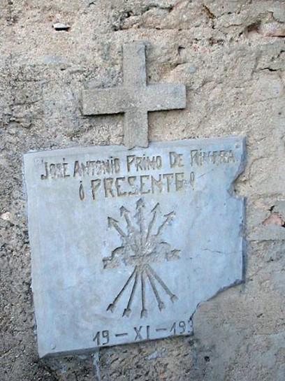 Диктатор Франсиско Франко, возведя в культ имя и образ Хосе Антонио, полностью извратил его идеи