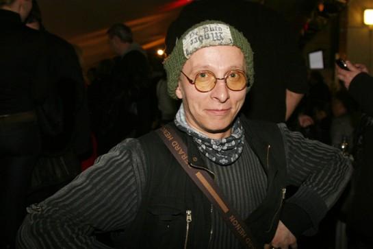 Сегодня Иван Охлобыстин играет роль «борца с грехом содомским», как некогда играл роль придурковатого бандита в фильме «Мама, не горюй»