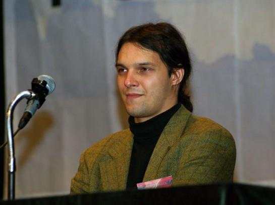 """Пресс-секретарь """"Другой России"""" Александр Аверин сообщал, что лимоновцы вошли в незаконное вооруженное формирование «Оплот», поддерживающее Януковича. Себя он не стесняется величать """"титушкой"""""""