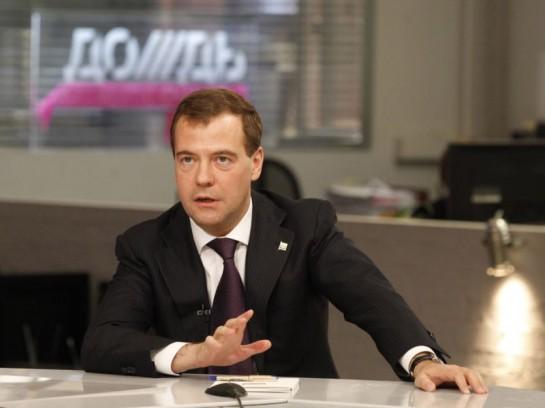 25 апреля 2011 год в гости на якобы «самый оппозиционный», «самый правдивый», «самый честный» и «самый объективный» телеканал страны пожаловал тогдашний президент РФ и нынешний председатель правительства РФ и председатель партии «Единая Россия» Дмитрий Медведев