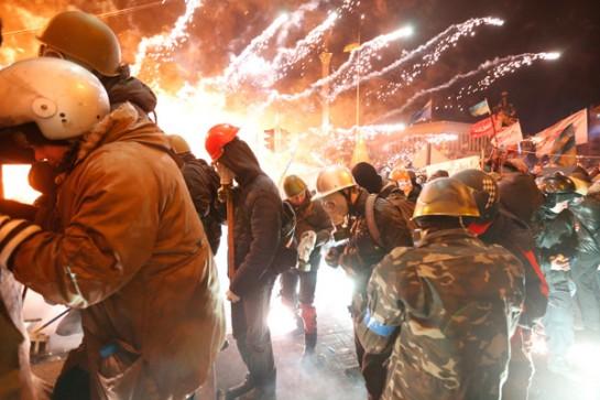 Кровопролитные украинские события никаким образом не задели русское население. В январе революционеры сражались с начавшими их убивать силовиками и бандами «титушек», а 18 февраля, после зверств, учинённых Януковичем, начали процедуру люстрации и смены власти