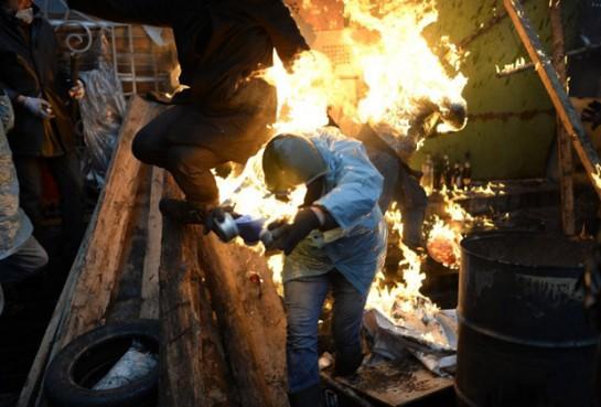Сменившее в январе-феврале 2014 года стоячий Евромайдан украинское восстание имело мощный националистический кулак; здесь и коалиция «Правый сектор», и «Народная Воля», регионалы «Свободы», ультрас и ветераны радикализма 90-х