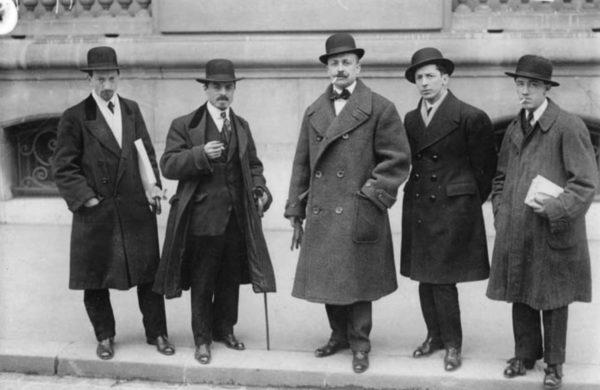 """Руссоло, Карра, Маринетти, Бочони, Северини у редакции газеты """"Фигаро"""" (Париж, 9 февраля 1912 года)"""