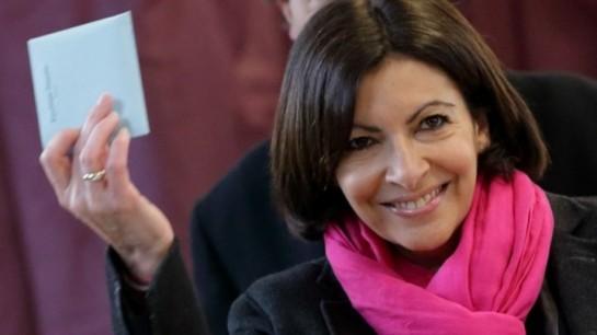 «Вот уже много лет я думаю об том, чтобы стать мэром Парижа, когда делаю утренний макияж», - говорила Идальго в интервью газете «Монд»