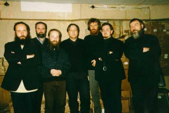 На позициях правого национал-большевизма, охранительских и реакционных по своей сути, стоял Александр Гельевич Дугин (на фото - в центре, без бороды)